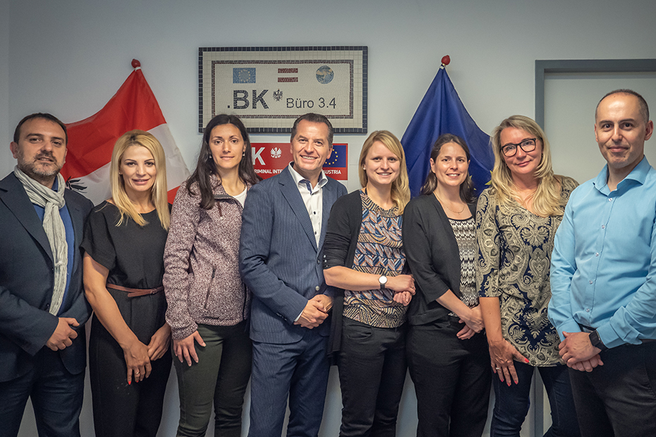 "Internationale Kolleginnen und Kollegen des ""Joint Operational Office""."